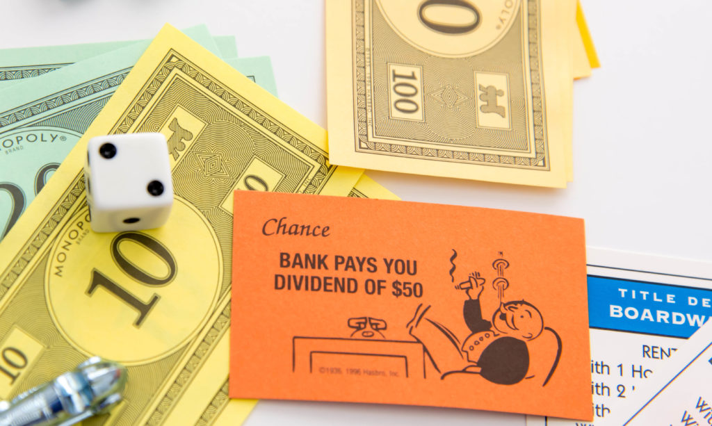 Monopoly - Bank Pays You Dividend card and pieces